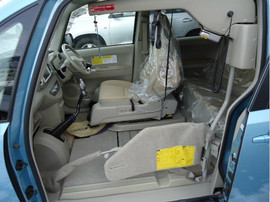 Toyota Porte хетчбек для водителя колясочника 4