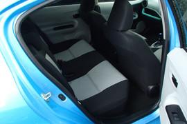 Toyota Aqua S гибридный хетчбек супер экономичный 7