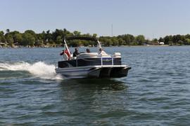 продам моторный понтон-тримаран QWEST