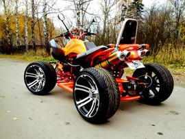 Спортивный квадроцикл на литых дисках