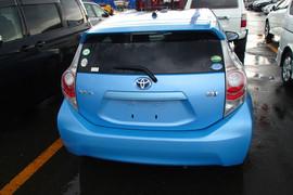 Toyota Aqua S гибридный хетчбек супер экономичный 9