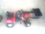 продам детский педальный трактор