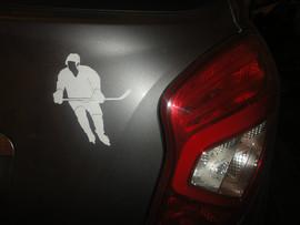 Хоккеист - виниловая наклейка на авто.