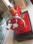 швейная ярко красная детская машинка ретро 1960-е