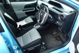 Toyota Aqua S гибридный хетчбек супер экономичный 5