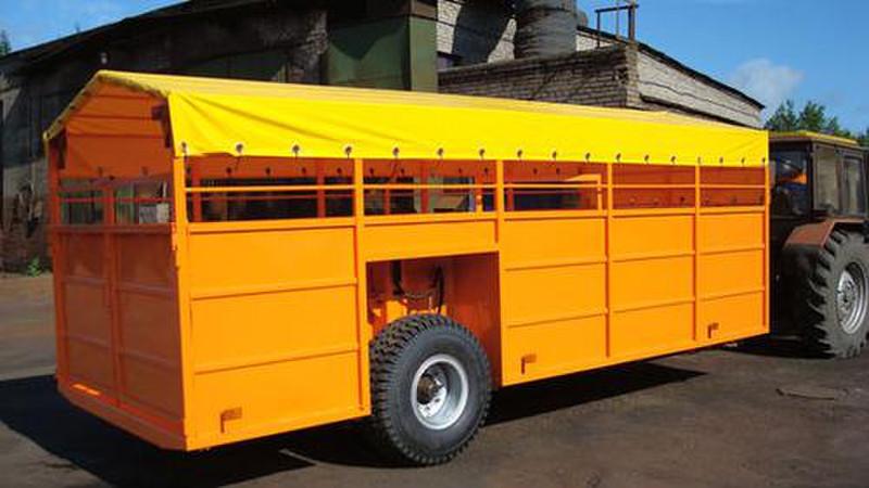 Semi-trailer for transportation of livestock (cattle)