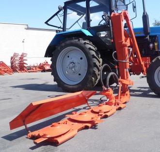 Der Mäher Abhänge Rotary COR-16 seitliche auf dem Traktor MTZ