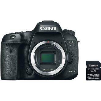 Canon EOS 7D Mark II 20.2МП CMOS 5472 x 3648пикселей Черный