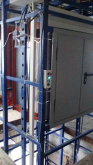 Малый лифт (грузовой подъемник)